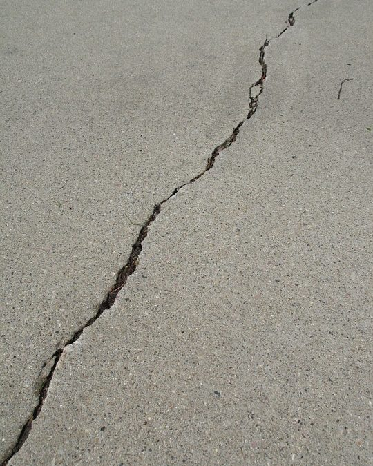 List Of Telltale Signs You Need Driveway Repair for Your Home